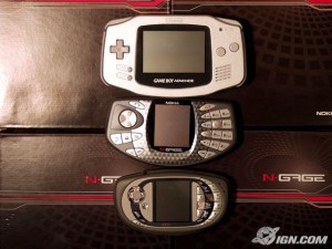 n-gage-qd-system-comparison-shots-20040728035918296-300x225 De cima para baixo: Gameboy Advance, N-Gage Classic e N-Gage QD (Foto: IGN)