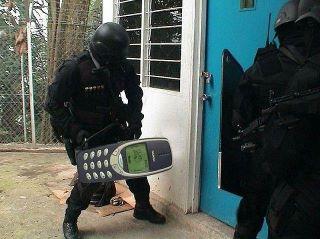402329_226736197406247_182850368461497_519851_185304ffff8535_n Celulares indestrutíveis da Nokia viram meme na internet