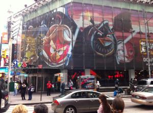 Angry-Birds-Star-Wars-Letreiro2-300x223 Angry Birds na Time Square (Foto: mynerdblog)