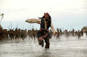 piratas-do-caribe-o-ba-da-morte-1-300x199 Fim da vida fácil para os piratas de plantão (Foto: Filme Piratas do Caribe)