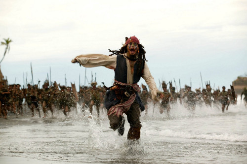 Fim da vida fácil para os piratas de plantão (Foto: Filme Piratas do Caribe)