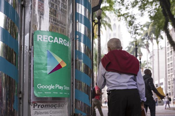 São Paulo, Brasil 23-11-2015 matéria sobre recarga do Google Play Store fita no comércio da praça da Sé. Fotos Fernando Martinho.