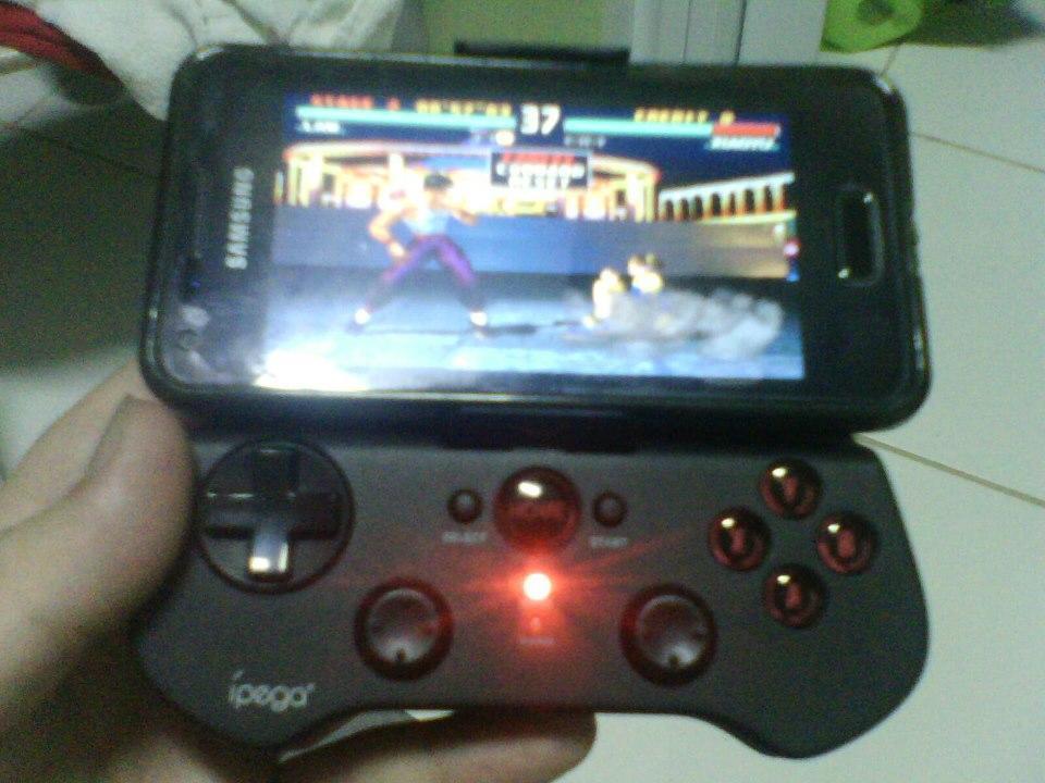 Controle Bluetooth iPega e emulador do Playstation One (Foto: Lucaslanfredi)