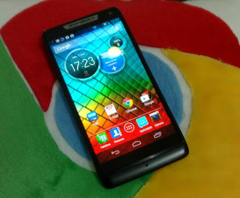Motorola-Razr-i Vendas de smartphones decolam no Brasil. Android lidera com 90%