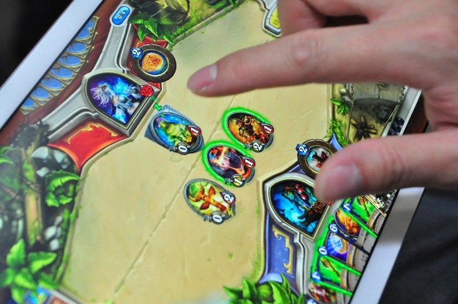 Hearthstone__Heroes_Of_Warcraft_13947387261840 Atualmente, Hearthstone é um jogo ruim
