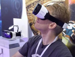 carmack_ie-300x226 John Carmak, co-criador de Doom, estava na IFA para apresentar o Samsung Gear VR (Foto: Oculus VR)