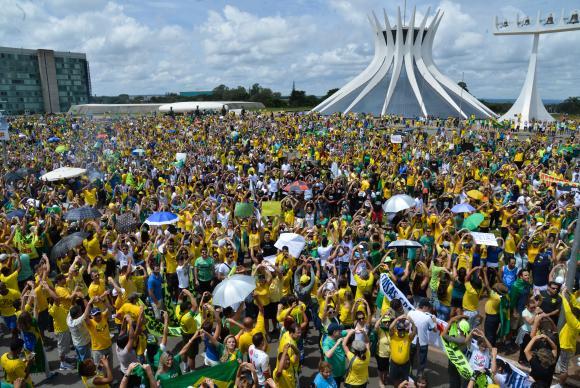 manifestacao-brasilia Punch Club mostra que os brasileiros são corruptos na hora de baixar jogos localizados