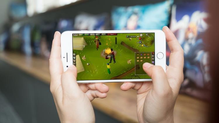 Old-School-on-Mobile-1024x576 As duas versões de Runescape vão chegar aos celulares em breve