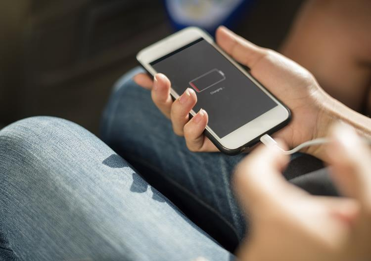 "bateria-smartphone-1 Confirmado! Apple ""piora"" seu iPhone de propósito!"