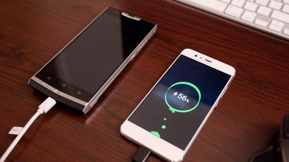 otg-charging-oukitel-k10000-pro Review do Oukitel K10000 Pro, o smartphone com a melhor bateria de 2017