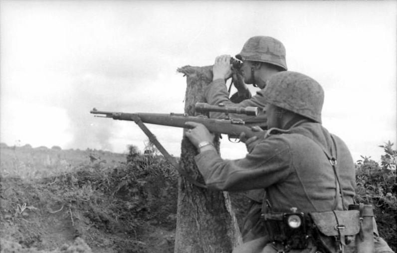 Bundesarchiv_Bild_101I-216-0417-19_Russland_Soldaten_in_Stellung PUBG: Curiosidades, História, Armas, Tretas e muito mais