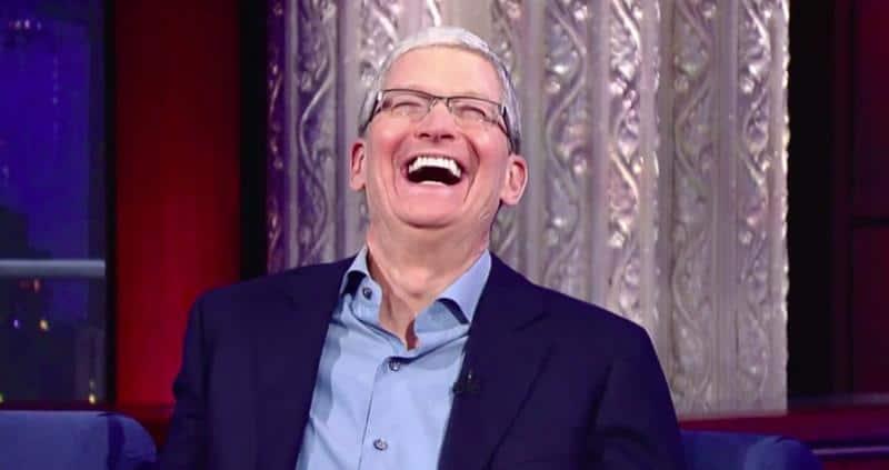 """tim-cook-sorrindo Apple """"trollou"""" os Canais de Tecnologia no Youtube"""